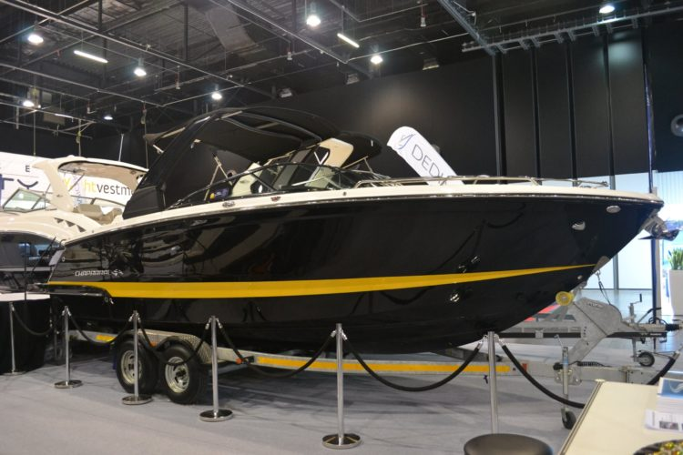 Motorboat Chaparral 267 SSX